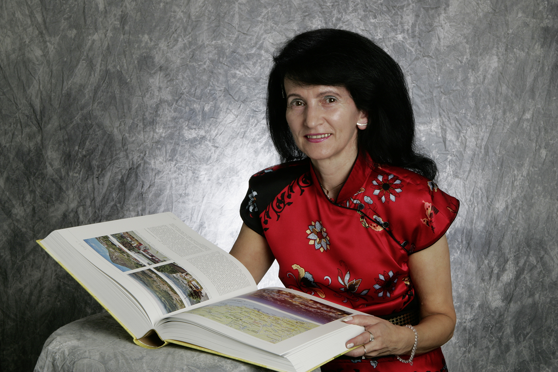 Weibel-Knupp Anita mit Knupp-Chronik